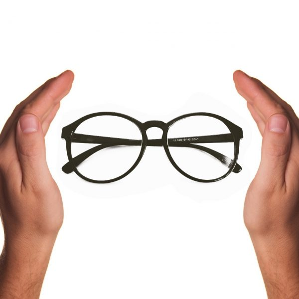 Brille schützen Sonnenbrille Brillenreinigung Brillenschutz Optik Weißmann Oberaudorf